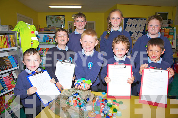 Pupils from the Scoil na Ghleanna Coiste Glas - Green Committee who are working towards the schools first Green Flag with their planned project to create the Schools Crest with bottle caps, pictured here front l-r; Aodhán Ó Mongáin, Oisín Ó Suilleabháin, Luke Ó Catháin, Seán Ó Dálaigh, Finn De Bharóid, back l-r; Shane Ó Cathasaigh, Gráine Ní Fhionnghail agus Cathal Ó Fionnghail.