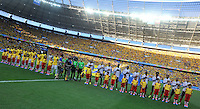 FORTALEZA - BRASIL -04-07-2014. Jugadores de Colombia (COL) y Brasil (BRA) durante los actos protocolarios previo al partido de los cuartos de final por la Copa Mundial de la FIFA Brasil 2014 jugado en el estadio Castelao de Fortaleza./ Players of Colombia (COL) and Brazil (BRA) during the formal events prior the match of the Quarter Finals for the 2014 FIFA World Cup Brazil played at Castelao stadium in Fortaleza. Photo: VizzorImage / Alfredo Gutiérrez / Contribuidor