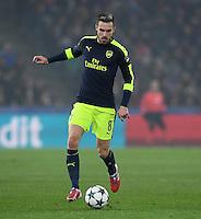 FUSSBALL CHAMPIONS LEAGUE SAISON 2016/2017 GRUPPENPHASE FC Basel - Arsenal London            06.12.2016 Aaron Ramsey (Arsenal) am Ball