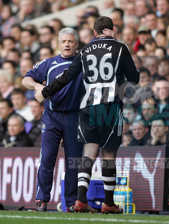 Newcastle's Kevin Keegan with Mark Viduka