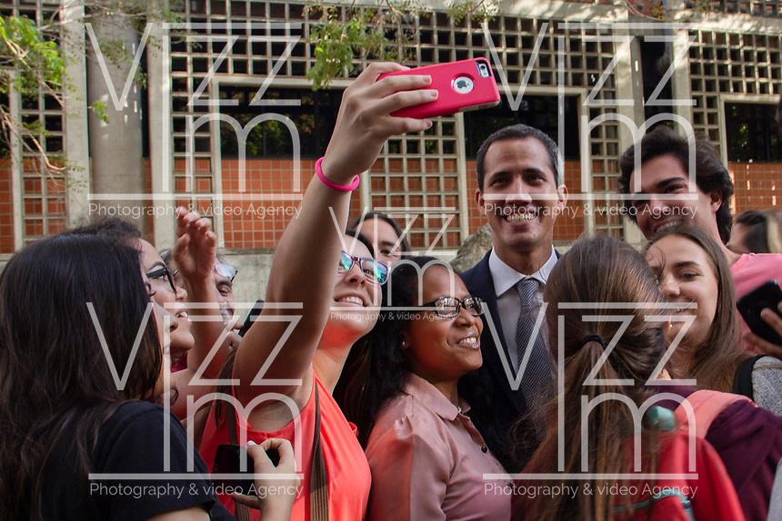 CARACAS - VENEZUELA, 03-05-2019:  Juan Guaidó, presidente interino de Venezuela, se reunió hoy, 03 de mayo de 2019, con trabajadores de la estatal PDVSA en las instalaciones de la Universidad Mertoplitana. / Juan Guaidó, interim president of Venezuela, took a meeting with the state PDVSA workers at Universidad Metropolitana in Caracas. Photo: VizzorImage / Carolain Caraballo / Cont