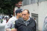 SAO PAULO, SP, 02 JUNHO 2013 - PARADA DO ORGULHO GLBT - Suspeito é preso em flagrante por furto  após roubar equipamento de cinegrafista durante a 17 Parada do Orgulho LGBT na Avenida Paulista, na tarde deste domingo, 02. (FOTO: MARCELO BRAMMER / BRAZIL PHOTO PRESS).