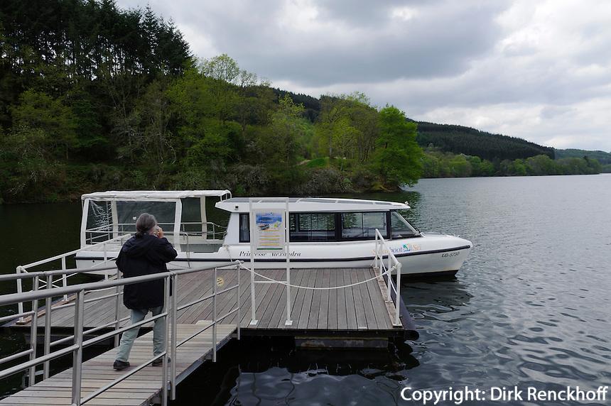 Solarboot auf dem Obersauer-Stausee bei Insenborn, Luxemburg