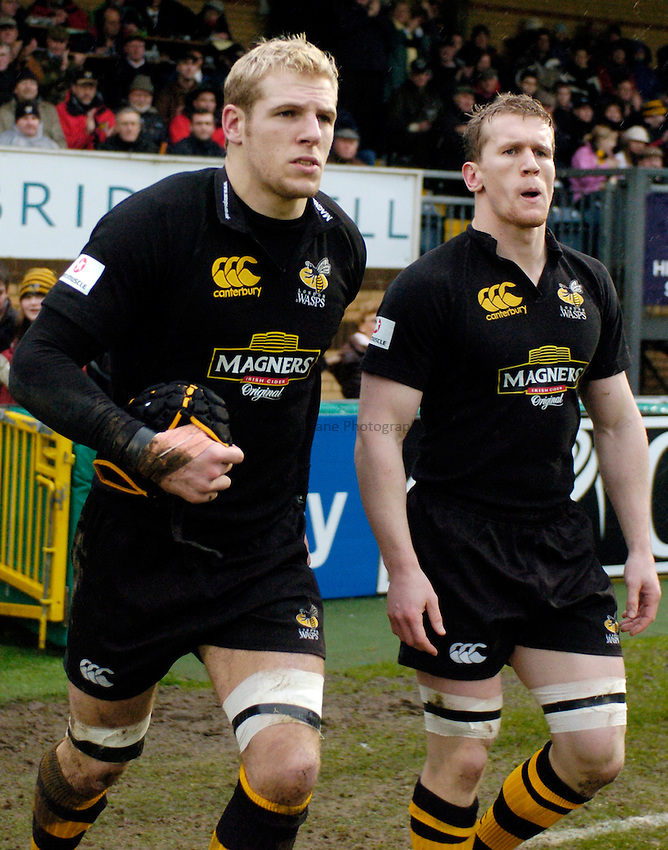 Photo: Richard Lane..London Wasps v Bristol Rugby. Guinness Premiership. 04/03/2007. .Wasps' James Haskell and Tom Rees run out.