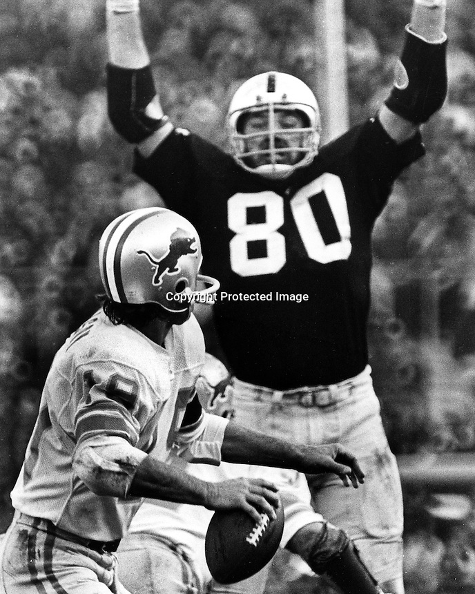 Oakland Raider lineman Art Thoms puts a rush on Detroit Lions quarterback. (photo/Ron Riesterer)