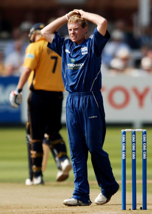 Photo: Glyn Thomas..Hampshire v Warwickshire. C&G Trophy Final..03/09/2005..Warwickshire's Ian Bell.
