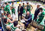 S&ouml;dert&auml;lje 2015-04-19 Basket SM-Final 1 S&ouml;dert&auml;lje Kings - Uppsala Basket :  <br /> S&ouml;dert&auml;lje Kings tr&auml;nare headcoach coach Vedran Bosnic diskuterar med S&ouml;dert&auml;lje Kings spelare under en timeout under matchen mellan S&ouml;dert&auml;lje Kings och Uppsala Basket  <br /> (Foto: Kenta J&ouml;nsson) Nyckelord:  S&ouml;dert&auml;lje Kings SBBK T&auml;ljehallen Basketligan SM SM-Final Final Uppsala Basket diskutera argumentera diskussion argumentation argument discuss tr&auml;nare manager coach