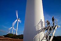 Trabalho de vistoria nos aerogeradores do Parque Eolico de Taiba. São Gonçalo do Amarante. Ceará. 2011. Foto de Rogerio Reis.