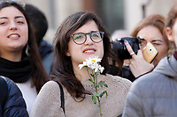 Women holding a daisies<br /> Roma 20/01/2018. Women&rsquo;s March Roma, marcia di solidarieta' per i diritti civili e i diritti delle donne.<br /> Rome January 20th 2018. Women&rsquo;s March Rome, march of solidarity for the civil rights and civil rights for women, organized by the American community of Rome, simultaneously with the women's march that take place worldwide on January 20th.<br /> Foto Samantha Zucchi Insidefoto