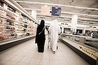 Qatar - Doha - Qatari couple shopping at carrefour