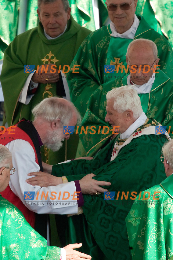 Pope Benedict XVI embraces Archbishop of Canterbury Rowan Williams during a mass to open the year of faith at the Vatican October 11, 2012. The Vatican celebrates the 50th anniversary of a Council that changed the face of Catholicism, as it tries to rekindle the religious fervour of the time amid rising secularism