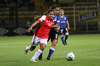BOGOTÁ- COLOMBIA,17-07-2019:Sharon Ramirez (Der.) jugadora de Millonarios femenino  disputa el balón con Leicy Santos (Izq.) jugadora de Independiente Santa Fe  femenino  durante el 3 partido de la Liga Águila Femenina 2019 jugado en el estadio Metropolitano de Techo de la ciudad de Bogotá. /Sharon Ramirez (R) player of Millonarios fights the ball  against of Leicy Santos (L) player of Independiente Santa Fe during the third match for the Liga Aguila women  2019 played at the Metropolitano de Techo stadium in Bogota city. Photo: VizzorImage / Felipe Caicedo / Staff