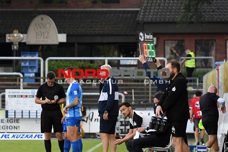 12.06.2020, Hänsch-Arena, Meppen, GER, 3.FBL, SV Meppen vs. Hallescher FC, <br /> <br /> im Bild<br /> Nico Andermatt (SV Meppen, 25) wird für Thilo Leugers (SV Meppen, 8) eingewechselt.<br /> <br /> <br /> DFL REGULATIONS PROHIBIT ANY USE OF PHOTOGRAPHS AS IMAGE SEQUENCES AND/OR QUASI-VIDEO<br /> <br /> Foto © nordphoto / Paetzel