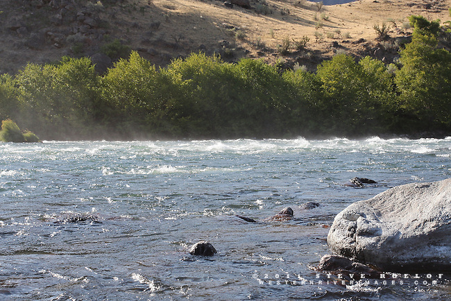 35 mph wind gusts lift water from the river and push waves upstream, Deschutes River, Oregon