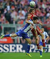 Fussball Bundesliga Saison 2011/2012 9. Spieltag FC Bayern Muenchen - Hertha BSC Berlin V.l.: Lewan KOBIASCHWILI (Hertha BSC), Thomas MUELLER (FCB).