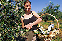 Europe/France/Corse/2B/Haute-Corse/Costa Serena/Env. d'Aleria/Aghione : Anne Amalric et ses huiles d'olive domaine de Marquiliani [Non destiné à un usage publicitaire - Not intended for an advertising use]