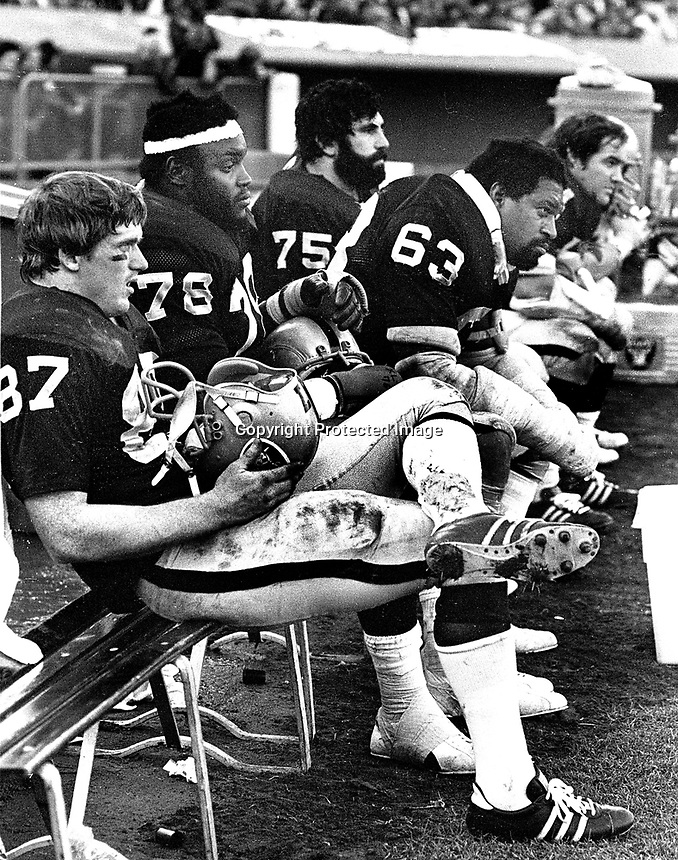 Oakland Raiders Dave Casper, Art Shell, Gene Upshaw,John Vella and George Beuhler..(1974 photo/Ron Riesterer)
