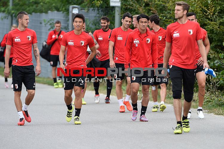 16.09.2016, WWK-Arena, Augsburg, GER, 1.FBL, Training FC Augsburg , im Bild<br /> <br /> Auf dem Weg zum Training, v-l-n-r Jeffrey Gouweleeuw (FC Augsburg #6) , Ja-Cheol Koo ( FC Augsburg #19), #a39,Torwart Andreas Luthe (FC Augsburg #1) <br /> <br /> Foto &copy; nordphoto / Schreyer