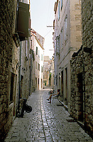 "Stari Grad (Cittavecchia di Lesina), cittadina sull'isola di Hvar tra le più antiche d'Europa. Un vicolo --- Stari Grad (""old town"") on the island of Hvar, one of the oldest towns in Europe. An alley"
