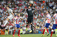 Gareth Bale of Real Madrid and Moya of Atletico de Madrid during La Liga match between Real Madrid and Atletico de Madrid at Santiago Bernabeu stadium in Madrid, Spain. September 13, 2014. (ALTERPHOTOS/Caro Marin)