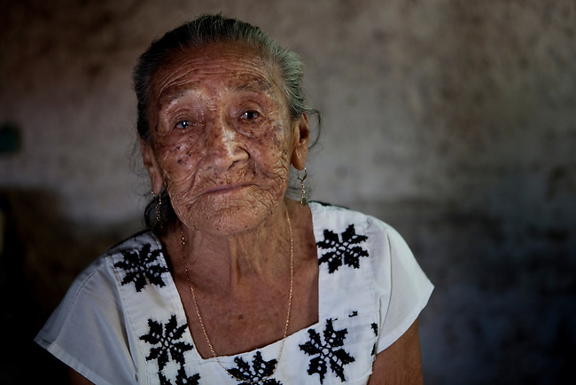 Indigenous group Itza once had a big representation in Yucatan. Today the last tousand Itzas live  at lake Itza at the edge of the Mayan Biosphere Reserve. There are only 17 fluent speakers left. Oe of them is 82 year old Dona Petrona.