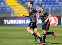 20170719 - BREDA , NETHERLANDS :  Belgian Imke Courtois and Davinia Vanmechelen (r) pictured during Matchday -1 training session of the Belgian national women's soccer team Red Flames on the pitch of NAC BREDA , on wednesday 19 July 2017 in stadion Rat Verlegh in Breda . The Red Flames are at the Women's European Championship 2017 in the Netherlands. PHOTO SPORTPIX.BE | DAVID CATRY