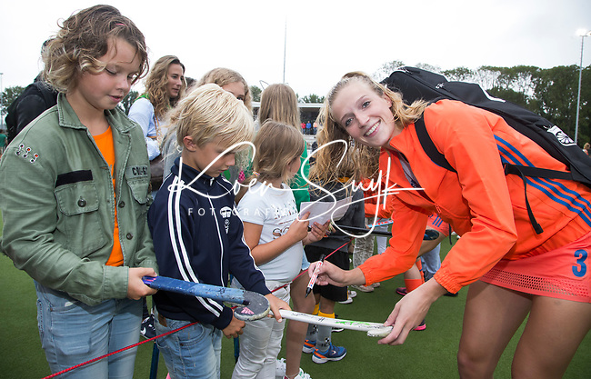 SCHIEDAM - Sanne Koolen (Ned)  na haar eerste interland, de  een oefenwedstrijd tussen  de dames van Nederland en Belgie  (0-1), in aanloop naar het  EK Hockey, eind augustus in Amstelveen. ANP KOEN SUYK