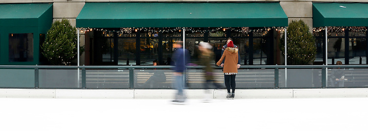 Chicago holiday scenes:  Ice skating at the McCormick Tribune Ice Rink in Millennium Park on Michigan Ave. <br /> (Photo by Jamie Moncrief)