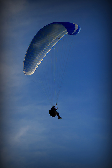 Paragliding over the south west coast of the isle of wight