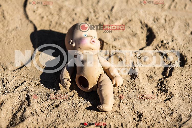Muñeca de plastico sin pierna