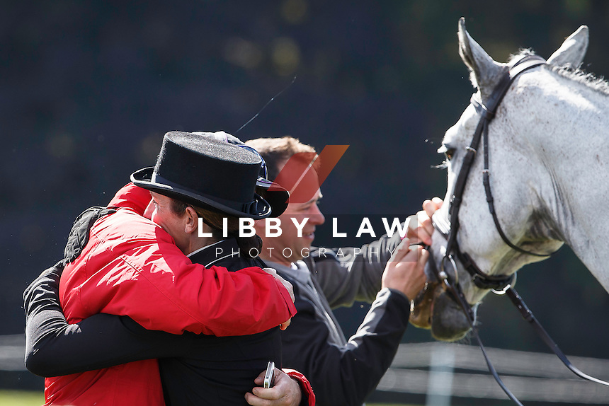 NZL-Caroline Powell (UP UP AND AWAY) gets a celebratory hug from owner: Cameron Crawford while Greg tends to their STAR: INTERIM-5TH: CIC3* 8/9YO SECOND DAY OF DRESSAGE: 2015 GBR-Blenheim Palace International Horse Trial (Friday 18 September) CREDIT: Libby Law COPYRIGHT: LIBBY LAW PHOTOGRAPHY