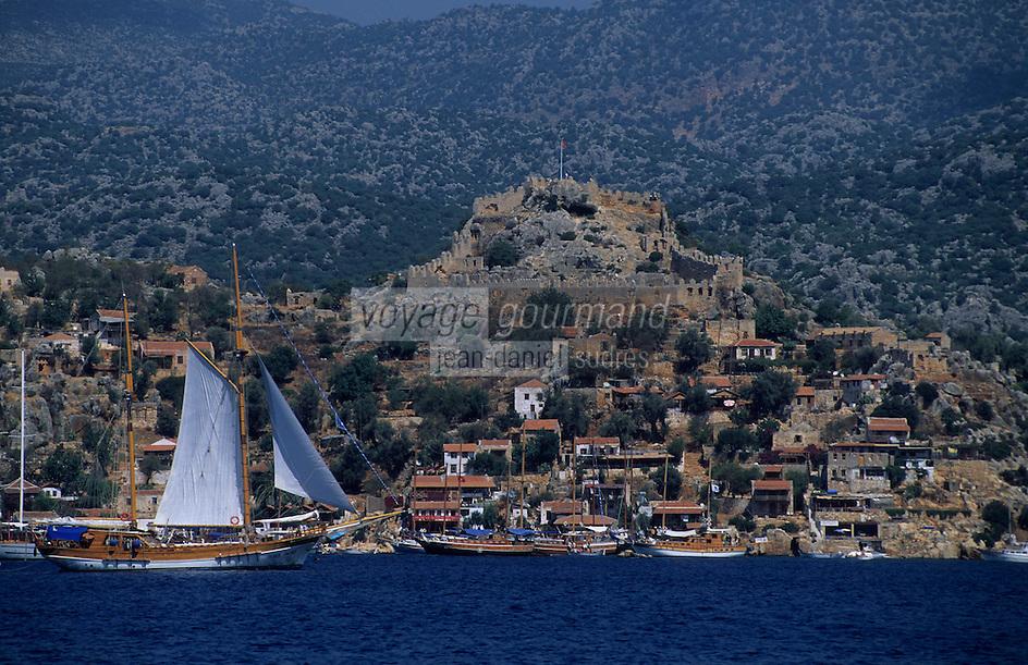 Europe/Turquie/Kalekoy : La côte, le petit port et voilier