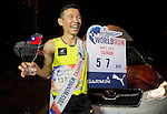 Male winner C. Su of Taiwan poses with the trophy at the Wings for Life World Run on May 2, 2015 in Yi-Lan, Taiwan. Photo by Victor Fraile / Power Sport Images