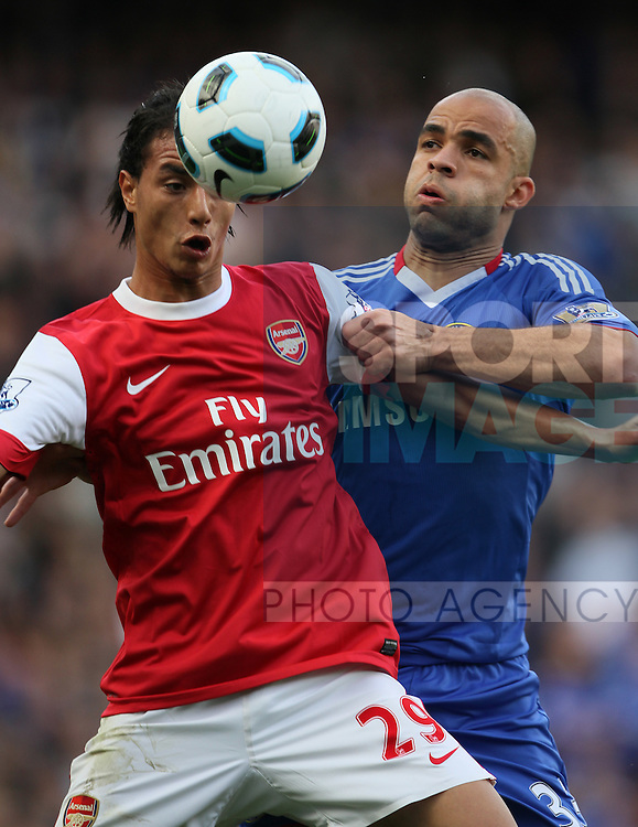 Chelseas Alex tussles with Arsenals Marouane Chamakh