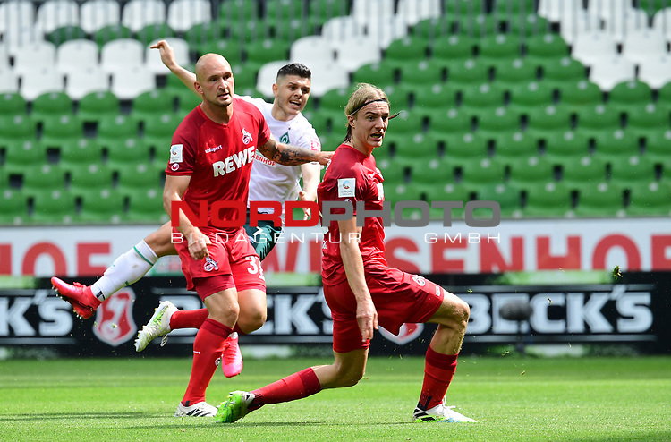 2:0 Tor v.l. Rafael Czichos, Torschuetze Milot Rashica (Bremen), Sebastiaan Bornauw<br />
