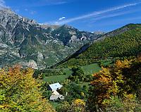 France, Provence, near Gap: Alpes de Haute Provence in autumn | Frankreich, Provence, bei Gap: Landschaft der Alpes de Haute Provence im Herbst