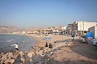 Abusivismo e divieto di balneazione sulla spiaggia di Carini.<br /> abusive homes on the beach and ban on bathing of Carini