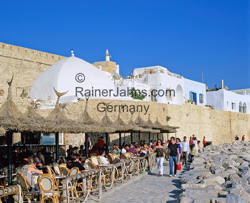 Tunisia, Cap Bon, Hammamet: Cafe scene outside the Medina   Tunesien, Cap Bon, Hammamet: Strassencafe ausserhalb der Medina