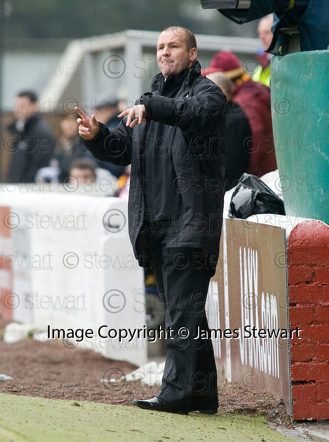 23/01/2010  Copyright  Pic : James Stewart.sct_jspa17_motherwell_v_st_mirren  .:: ST MIRREN MANAGER GUS MACPHERSON GIVES INSTRUCTIONS :: .James Stewart Photography 19 Carronlea Drive, Falkirk. FK2 8DN      Vat Reg No. 607 6932 25.Telephone      : +44 (0)1324 570291 .Mobile              : +44 (0)7721 416997.E-mail  :  jim@jspa.co.uk.If you require further information then contact Jim Stewart on any of the numbers above.........