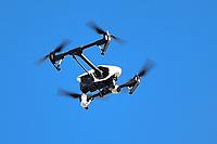 BRASÍLIA, DF, 21.06.2017 - DRONE-DF - Drone é visto em Brasília na tarde desta quarta-feira, 21. (Foto: Ricardo Botelho/Brazil Photo Press)