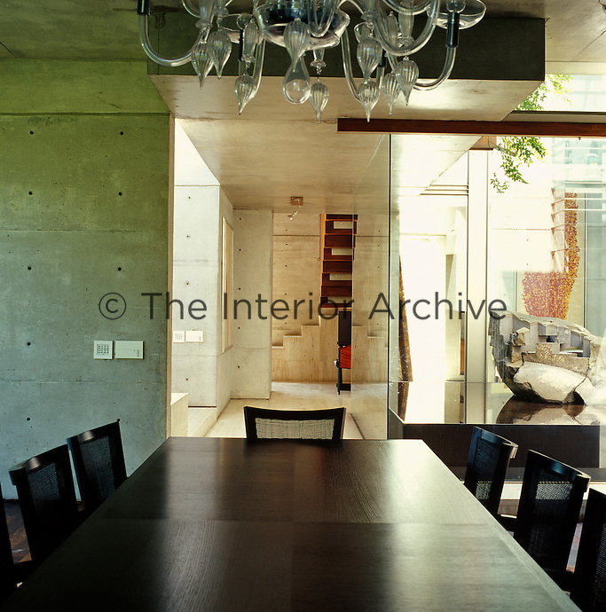 The fluid arrangement of space means that the dining room forms part of the central core of the house