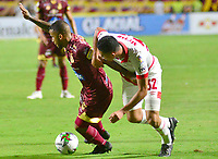 IBAGUE - COLOMBIA, 04-08-2019: David Centeno del Tolima disputa el balón con Alejandro Moralez del Santa Fe durante partido entre Deportes Tolima e Independiente Santa Fe por la fecha 4 de la Liga Águila II 2019 jugado en el estadio Manuel Murillo Toro de la ciudad de Ibagué. / David Centeno of Tolima struggles the ball with Alejandro Moralez of Santa Fe during match between Deportes Tolima and Independiente Santa Fe for the date 4 as part of Aguila League II 2019 played at Manuel Murillo Toro stadium in Ibague. Photo: VizzorImage / Juan Carlos Escobar / Cont