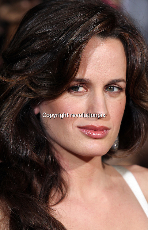 Twilight Saga: The New Moon<br /> Los Angeles<br /> November 16 2009<br /> Los Angeles premiere of Summit Entertainment's The Twilight Saga: New Moon at Mann Theatre in Westwood with Elizabeth Reaser<br /> ID revpix91116863