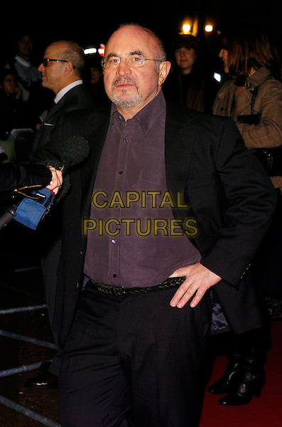"BOB HOSKINS.At The Times BFI London Film Festival Gala Screening of ""Hollywoodland"", held at Odeon West End, London, England, October 30th 2006..half length beard hand on hip glasses.Ref: CAN.www.capitalpictures.com.sales@capitalpictures.com.©Can Nguyen/Capital Pictures"