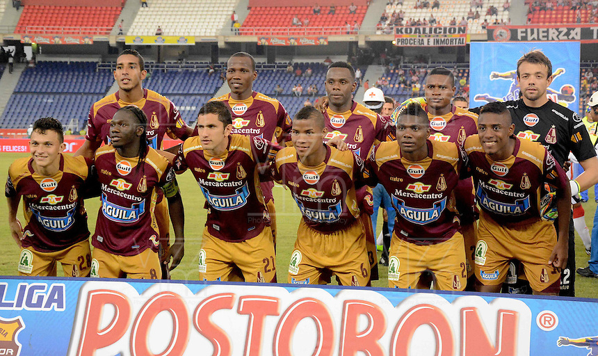 BARRANQUIILLA -COLOMBIA-02-06-2013. Jugadores de Deportes Tolima disputa posan para una foto previo al encuentro con Atlético Junior por la fecha 11 de la Liga Postobón II 2014 jugado en el estadio Metropolitano Roberto Meléndez de la ciudad de Barranquilla./ Players Deportes Tolima pose to a photo prior the match against Atletico Junior for the 11th date of the Postobon League II 2014 played at Metropolitano Roberto Melendez stadium in Barranquilla city.  Photo: VizzorImage/Alfonso Cervantes/STR