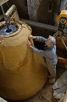 Europe/France/Normandie/Basse-Normandie/50/Villedieu-les-Poêles: Fonderie de cloches Cornille-Havard - Le moulage // France, Manche, Villedieu les Poeles, Cornille Havard bells foundry