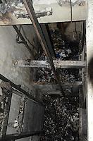 SAO PAULO, 16 DE MAIO DE 2012 - RESCALDO INCENDIO PREDIO ABANDONADO NO CENTRO - Um incendio, iniciado incidentalmente por um morador de rua, atingiu dois andares de um predio abandonado na rua Asdrubal do Nascimento, proximo a esquina com a Brigadeiro Luis Antonio na tarde desta quarta feira. O corpo de Bombeiros controlou o fogo rapidamente e nao houve feridos. FOTO: ALEXANDRE MOREIRA - BRAZIL PHOTO PRESS