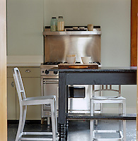 The industrial look of this stainless steel commercial cooker makes it an ideal stand-alone piece of kitchen equipment