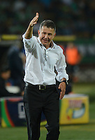 MEDELLÍN -COLOMBIA-28-09-2014. Juan Carlos Osorio técnico de Atlético Nacional gesticula durante partido contra Once Caldas  por la fecha 12 de la Liga Postobón II 2014 jugado en el estadio Atanasio Girardot de la ciudad de Medellín./Juan Carlos Osorio coach of Atletico Nacional  gestures during match against Once Caldas for the 12th date of the Postobon League II 2014 at Atanasio Girardot stadium in Medellin city. Photo: VizzorImage/Luis Ríos/STR