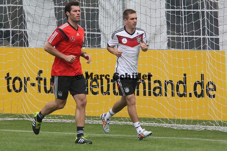 Philipp Lahm beim Aufwärmtraining - Training der Deutschen Nationalmannschaft im Rahmen der WM-Vorbereitung in St. Martin